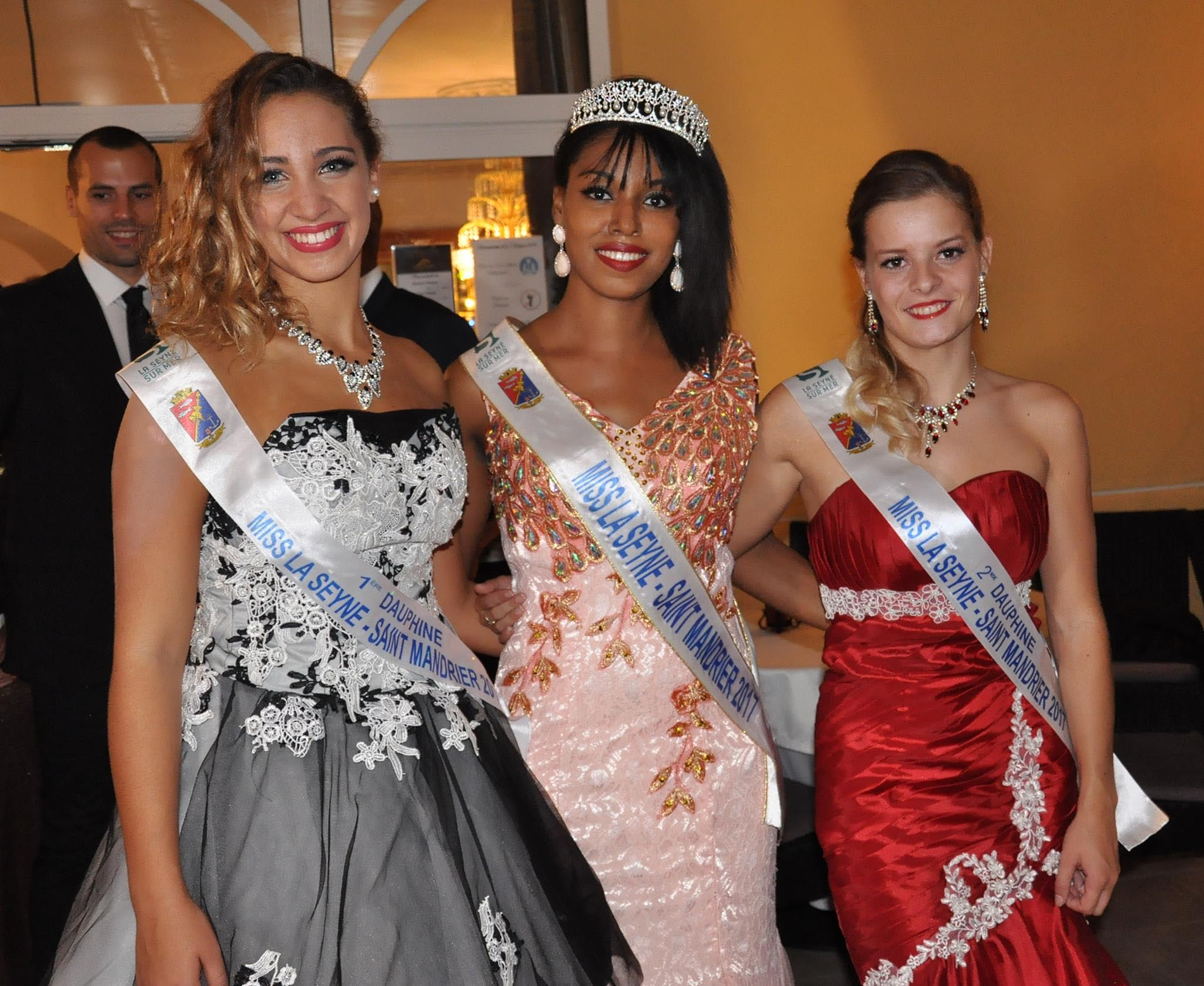 Alicia ALEXIS, Miss La Seyne / Saint Mandrier entourée de ses deux dauphines, à gauche, Lucie ALLEGRE et à droite, la Mandréenne Amandine DIAS